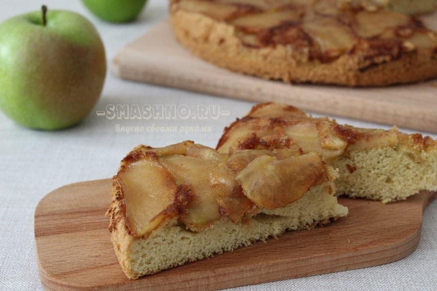 Шарлотка с карамелизированными яблоками