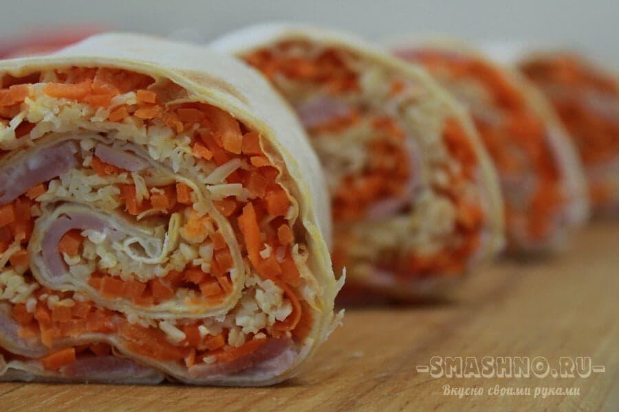 Лаваш с начинкой из ветчины и корейской моркови с сыром