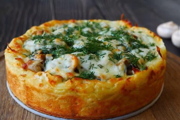 Пирог из картофельного пюре с курицей и грибами