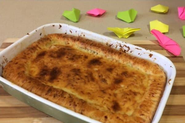 Пирог из картофельного пюре с яйцом и зеленым луком
