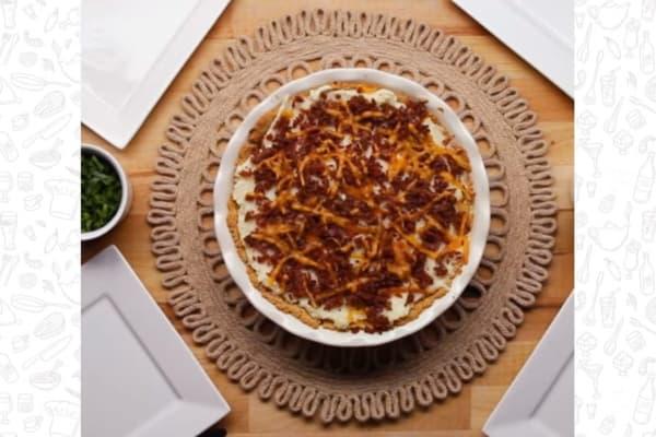 Пирог из картофельного пюре с беконом и сыром