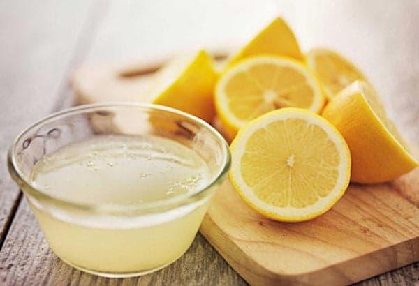 Сок и свежие лимоны