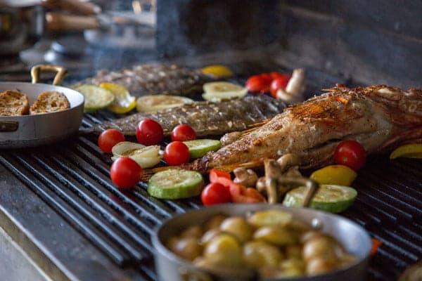 Приготовление овощей и морепродуктов на гриле