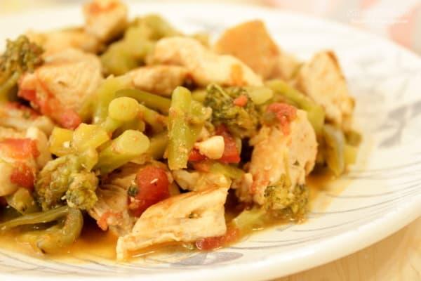Курица с брокколи и болгарским перцем