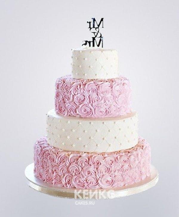 Свадебный торт в розово-белых тонах с бусинами