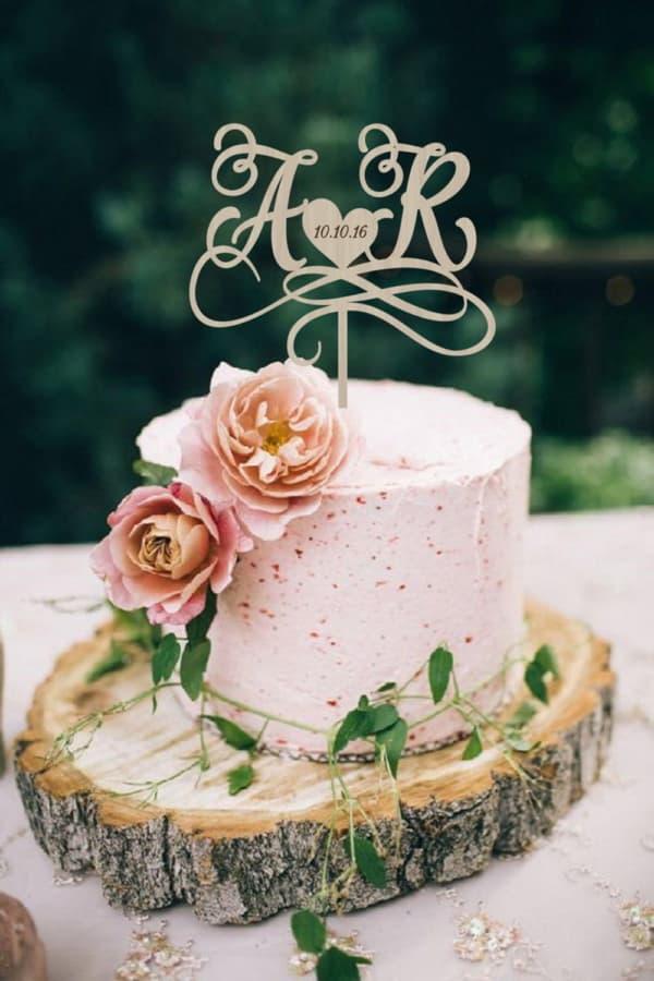 Одноярусный свадебный торт с топпером