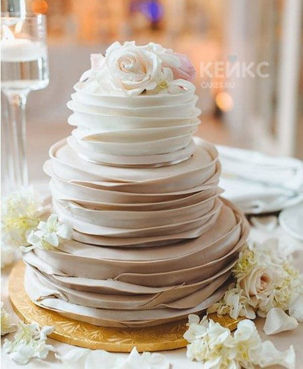 Нежный свадебный торт с кремом