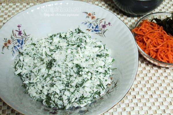 Слой из риса, зелени, белков и майонеза